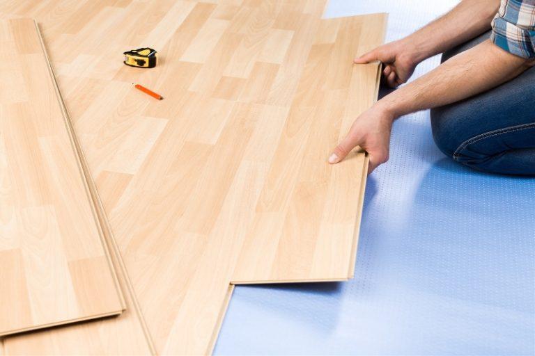 Může být pod plovoucí podlahou podlahové topení?